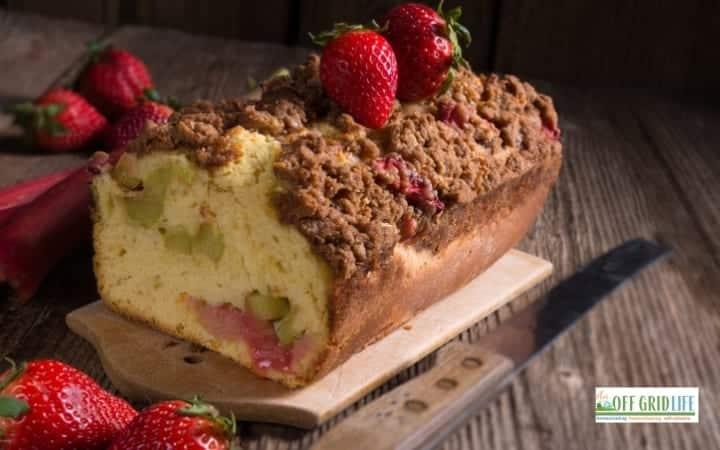 Easy Strawberry Rhubarb Coffee Cake Recipe